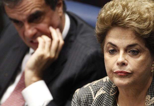 A presidente afastada Dilma Rousseff, ao lado de seu advogado, José Eduardo Cardozo, durante julgamento do impeachment (Foto: Moreira Mariz/Agência Senado)