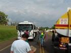 Grupo fecha rodovia em protesto contra o governo Dilma no RS