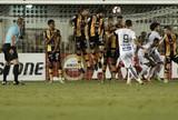 Com golaço de Oliveira, Santos bate Strongest e assume liderança