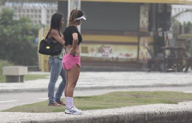 Lucilene Caetano na Orla da Barra da Tijuc (Foto: Eli Junior / Agnews)