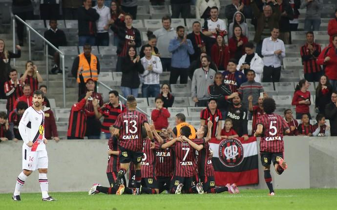 Atlético-PR Joinville (Foto: Giuliano Gomes/ Agência PR PRESS)