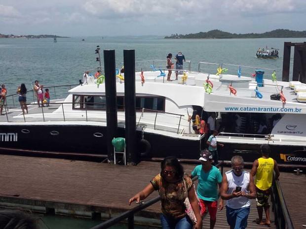 Dois catamarãs farão transporte de passageiros diariamente (Foto: Jéssica Smetak / TV Bahia)