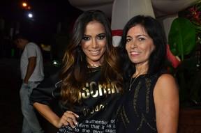 Anitta com a mãe, Miriam, em sua festa de aniversário no Rio (Foto: Roberto Teixeira/ EGO)