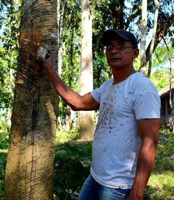 Lorismar Barros, seringueiro acreano que conduzirá a Tocha Olímpica (Foto: Nathacha Albuquerque)
