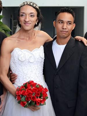 Duda (esquerda) e Emerson (direita) se casaram dentro da prisão em Mato Grosso. (Foto: Denise Soares/G1)