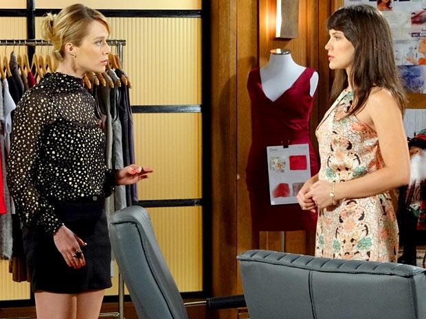 Juliana dá uma bronca e põe Carolina em seu lugar (Foto: Guerra dos Sexos / TV Globo)