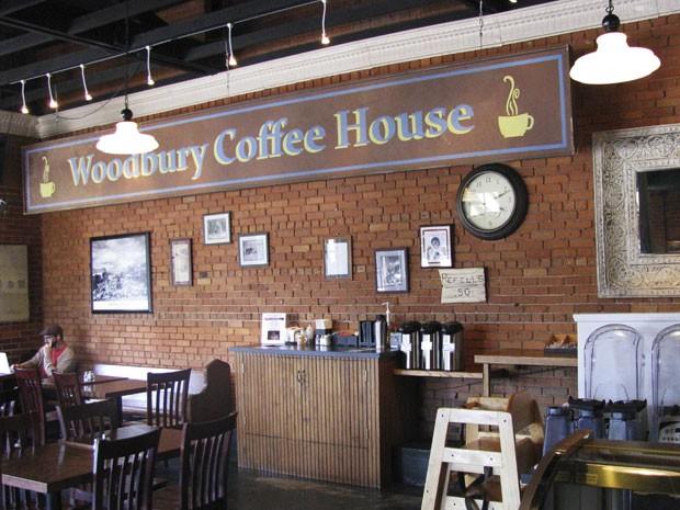 O café da cidade de Senoia tem a placa usada no Woodbury Cafe, no seriado The Walking Dead (Foto: Colleen Jenkins/Reuters)