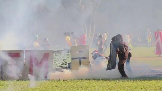 Jovem tem mão dilacerada em ato na Esplanada; protesto teve 49 feridos