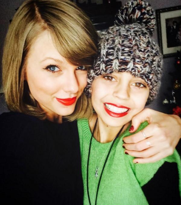 Taylor Swift ao lado de Delaney Clements, de 13 anos (Foto: Instagram)