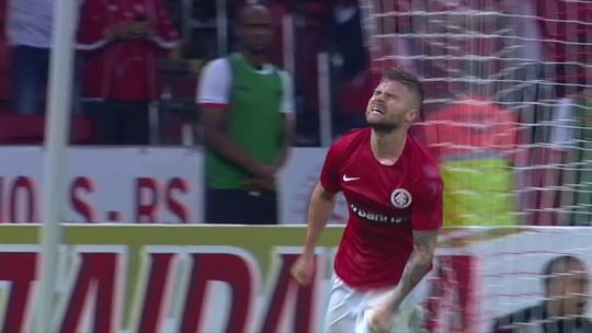 De vaiado a inegociável: Sasha encerra jejum e vira goleador do novo Beira-Rio