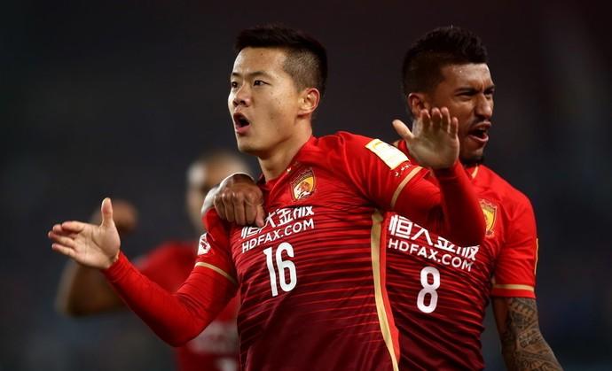 Paulinho Guangzhou Evergrande Jiangsu Suning (Foto: Reprodução/Sina.com)