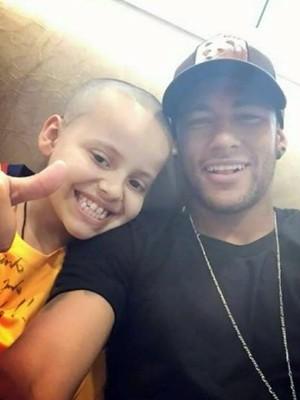 Caso de menino de Poços de Caldas comoveu jogador Neymar, que fez questão de conhecê-lo (Foto: Reprodução EPTV)