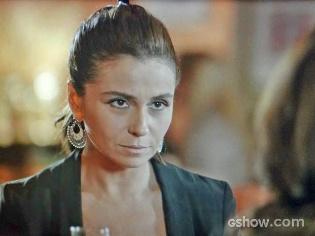 Clara confessa para a tia que tem química com outra mulher (Foto: Em Família/ TV Globo)
