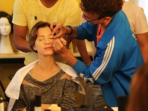 Nathalia usa uma maquiagem leve e muito útil para o dia a dia (Foto: Maria Clara Lima/Gshow)