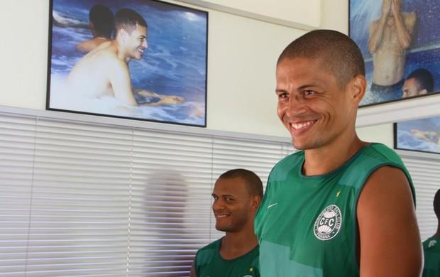 No Coritiba, Patric brinca com foto que mostra Alex em 1999, quando estava na Seleção Brasileira (Foto: Divulgação / Site oficial do Coritiba)