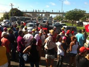 Manifestantes do MST fecham trecho da BR 101 em Natal (Foto: Fernanda Zauli/G1)