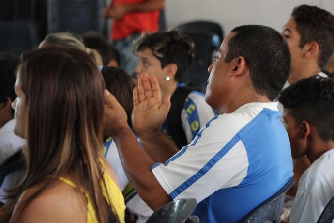 Torcida em Teresina acompanha lutas da Sarah (Foto: Josiel Martins)