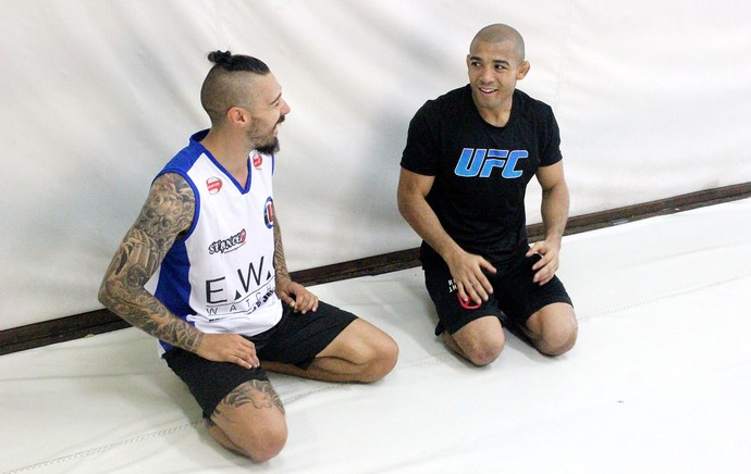 Dan Hardy e José Aldo (Foto: Marcelo Barone)