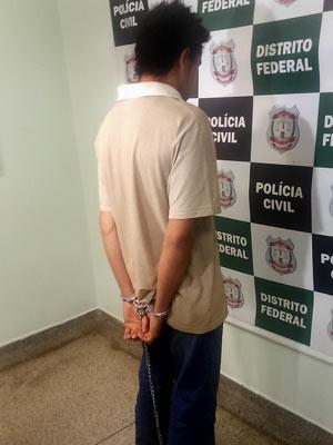 Rapaz de 25 anos suspeito de ter matado o avô e escondido o corpo dele em Ceilândia, no DF (Foto: Isabella Formiga/G1)