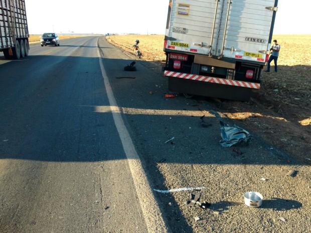 Ao menos duas pessoas ficaram feridas no acidente (Foto: Edivaldo Braga/Blog Braga)