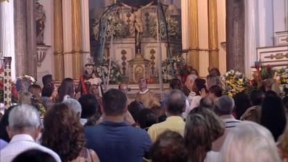 Católicos participam de celebrações em homenageiam Santo Antonio
