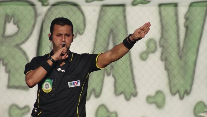 José Reinaldo Figueiredo, árbitro (Foto: Leonardo Freire/GloboEsporte.com)
