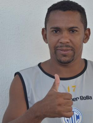 Da Silva comemora boa fase com a camisa proletária (Foto: Thiago Barbosa)