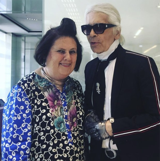 Karl is passing on just a few of his secrets .... (Foto: @suzymenkesvogue)