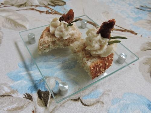 Sofisticação e sabor: canapés de truta defumada e nozes carameladas