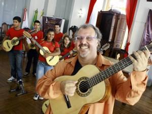Viola na Escola São João del Rei (Foto: Antônio Celso Toco Prefeitura SJDR/Divulgação)