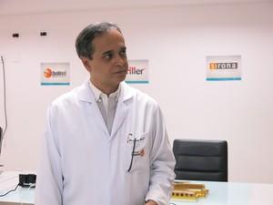 O Coordenador José Márcio do Amaral é um dos responsáveis pela vinda dos dentistas estrangeiros (Foto: LG Rodrigues / G1)