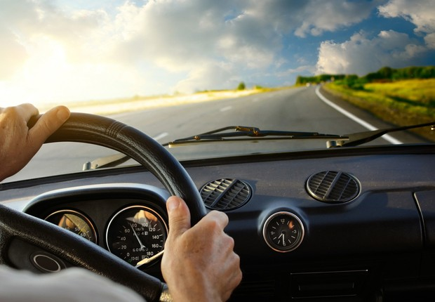 Dirigindo carro  (Foto: Dreamstime)