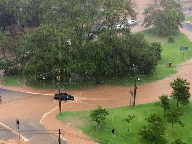Chuva alaga avenidas de Piracicaba (Foto: Leandro Bollis/Arquivo pessoal)