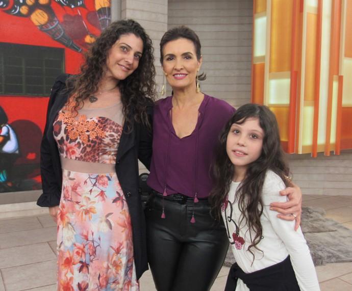 Convidadas também fizeram questão de posar com Fátima (Foto: Priscilla Massena/Gshow)
