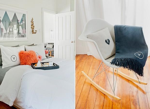 O quarto tem mantas, travesseiros e almofadas bordados com a inicial de Victoria (Foto: Divulgação/Cindy Loughridge)