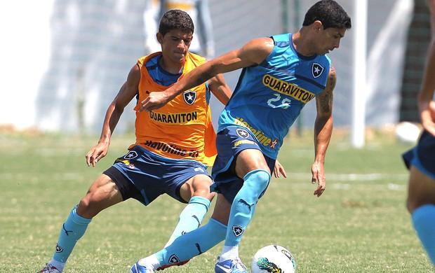 Renato no treino do Botafogo (Foto: Jorge William / Ag. O Globo)