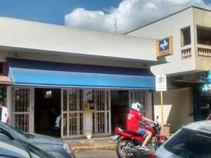Morador disse que faltam funcionários na agência dos Correios em Rio das Pedras (Foto: Arquivo pessoal)