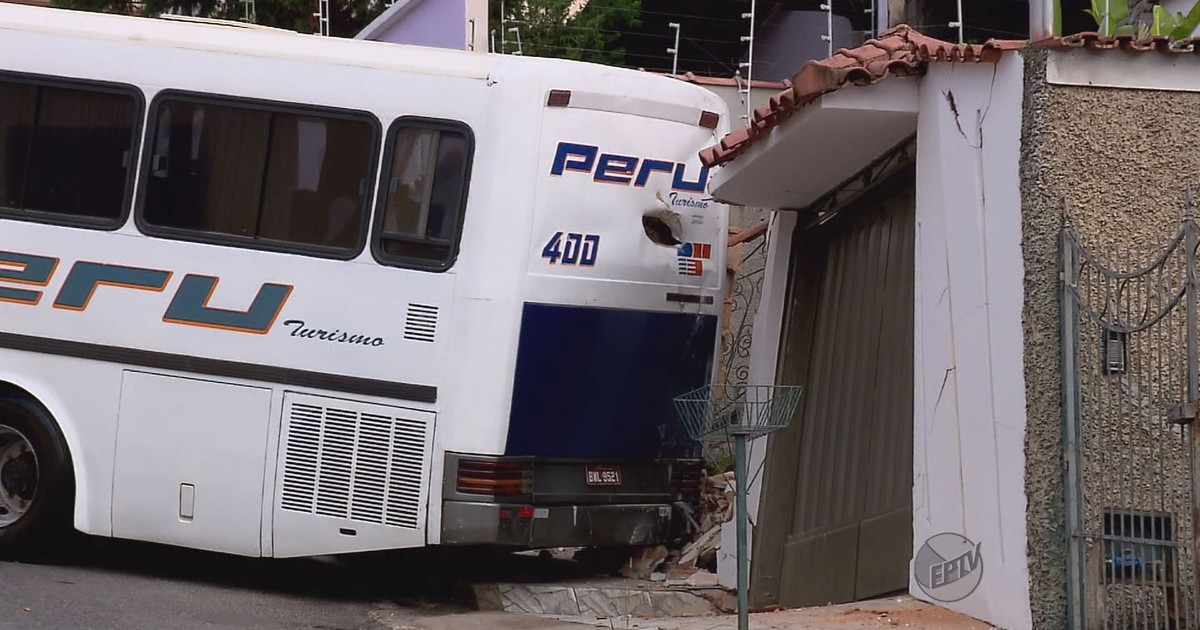 Acidente com caminhões deixa dois motoristas feridos em Borda da Mata - Globo.com