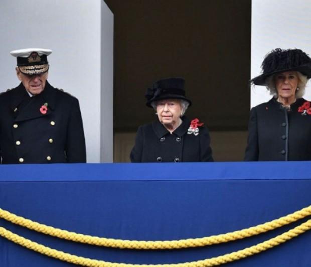 O príncipe Phillip, a rainha Elizabeth II e a duquesa Camila Parker  (Foto: Reprodução / Instagram)