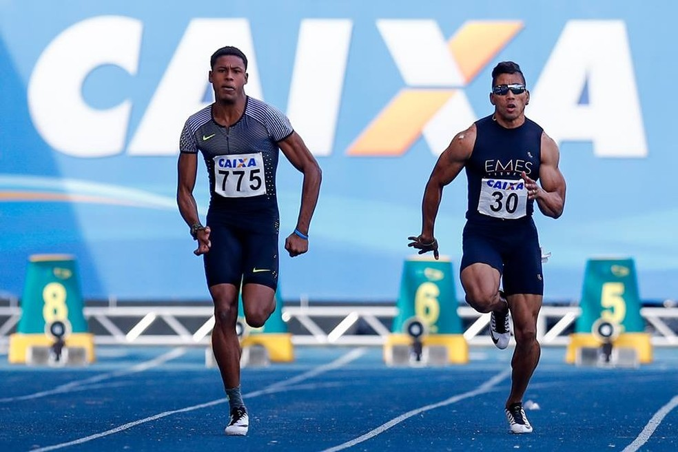 Flávio Gustavo (à direita) busca medalha com o Brasil no Sul-Americano de Atletismo (Foto: Marcello Zambrana/CBAT)