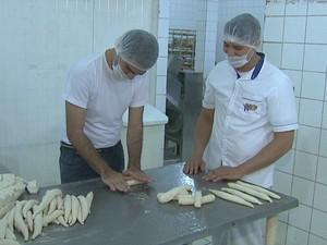 'Quero Trabalhar!': Oscar Xavier mostra os detalhes na rotina de um padeiro (Foto: Reprodução/Rede Amazônica Acre)