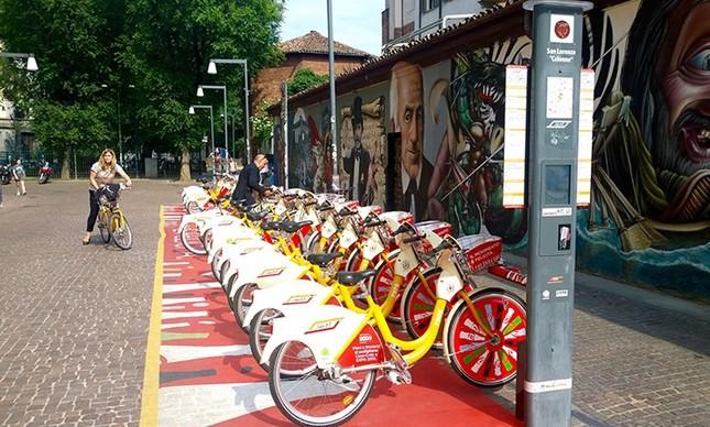 Bicicletas para aluguel em Milão: cidade italiana tenta reduzir índices de poluição a partir da adoção de mais viagens de bicicleta