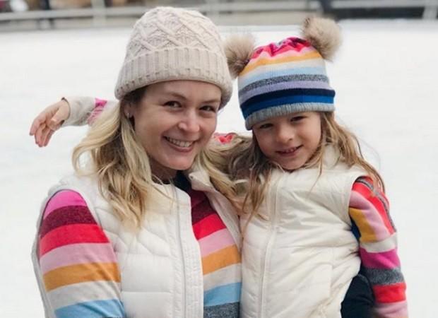 Tal mãe, tal filha: Bianca Castanho e a filha posam com looks iguais
