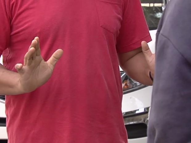Pai encontra filho apreendido após troca de tiros com PM e o repreende Goiânia Goiás (Foto: Reprodução/TV Anhanguera)