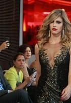 Fernanda Lima usa decotão em prévia de desfile do SPFW