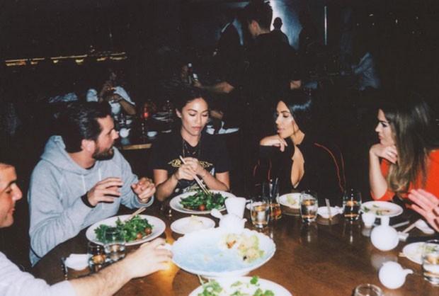 Stephanie Shepherd com Kim e Scott Disick, marido de Kourtney Kardashian (Foto: Reprodução)