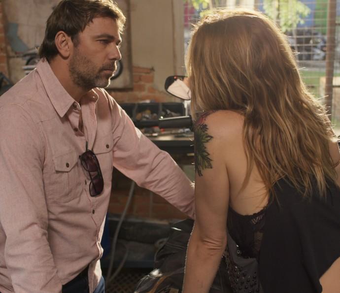 Felipe e Lenita discutem (Foto: TV Globo)