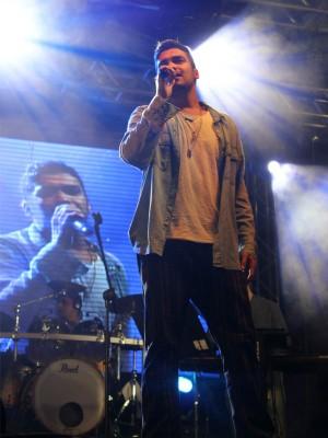 Gustavo Lins apresentou músicas do novo CD, o sexto de estúdio (Foto: Tiago Melo/G1 AM)