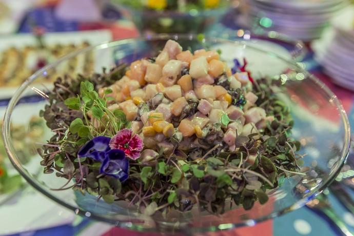 Salada refrescante era parte do cardápio (Foto: Artur Meninea/Gshow)