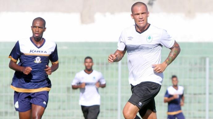 Dieguinho e leandrão, jogo-treino boavista x macaé (Foto: Tiago Ferreira / Macaé Esporte)